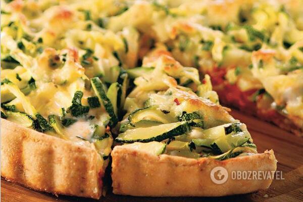 Овочевий пиріг з цукіні, шинкою та сиром