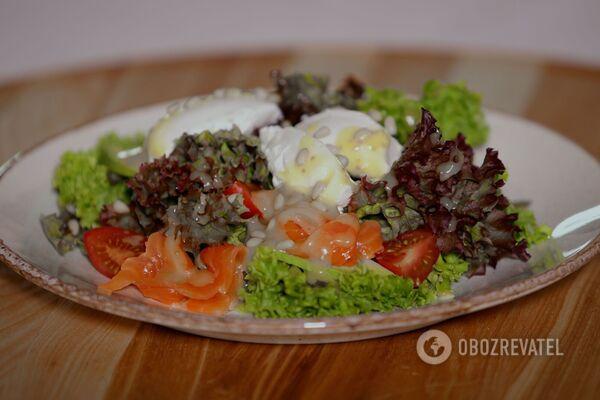 Салат с лососем и сыром ''Филадельфия''