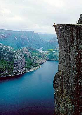 Норвегія. Місце для самогубців. Тремтіння бере тільки від одних фотографій цього місця ..., 31 березня 2005