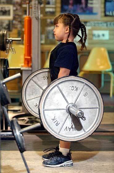 Юная штангистка из штата Айова. Тренировка с папой. Девочке - шесть лет