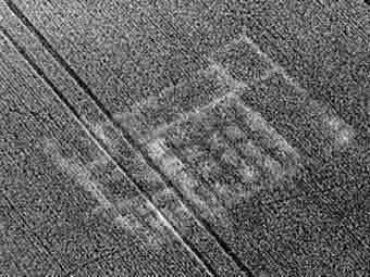 Аерофотозйомка залишків римської вілли в Британії.  Фото з сайту eaareports.demon.co.uk