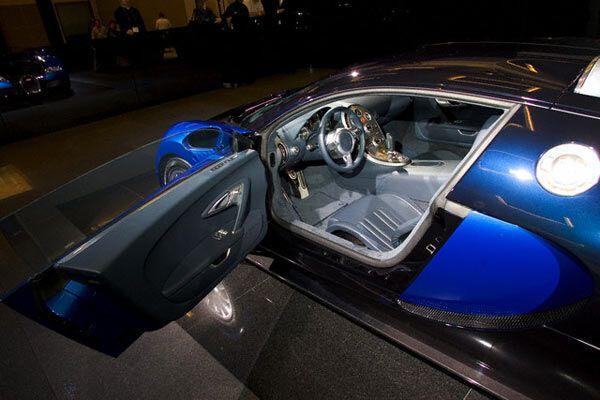 Bugatti Veyron. 1000 л / с, 407 км / год, 1 млн євро