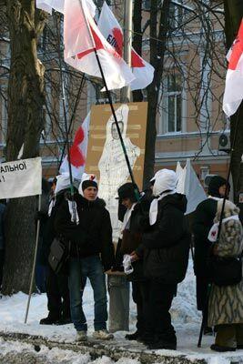 Акция протеста БЮТ перед штабом Партии регионов 22.01.06. Часть 1