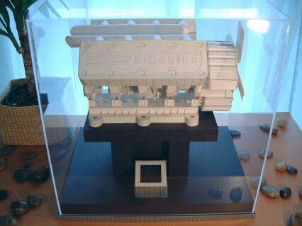 Паперовий V-8 двигун
