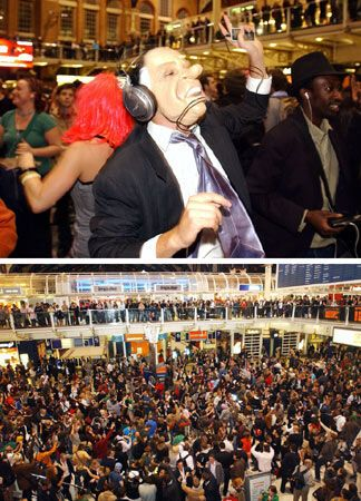 Англичане сошли с ума и танцуют в метро
