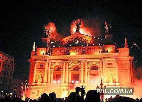 Львов зажгли на 750-летие города. Фоторепортаж