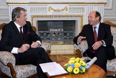 Давай потиснемо один одному руки. Офіційний візит Президента Румунії Траяна Бесеску до України.