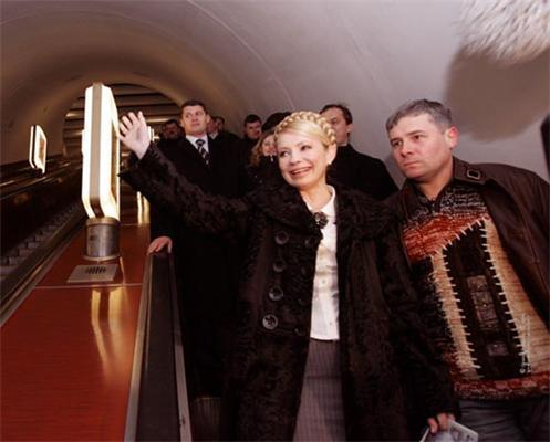 Тимошенко едет на работу в метро