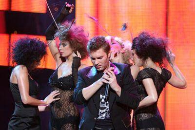 Андрій Кравчук пристає до дівчат?!