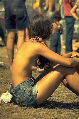 Девчонки-хиппи белья не носят. Фото