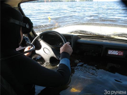 """На """"Ниві"""" по дну озера? Головне - не задавити рибку. ФОТО"""