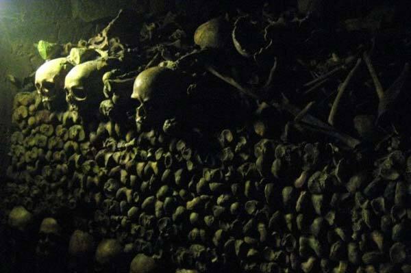 Экскурсия дня. Катакомбы мертвых под Парижем. ФОТО