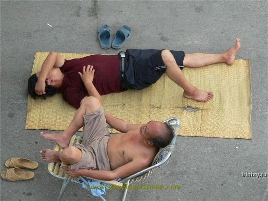 Китайські безладні зв'язки: сплять де попало і з ким. ФОТО