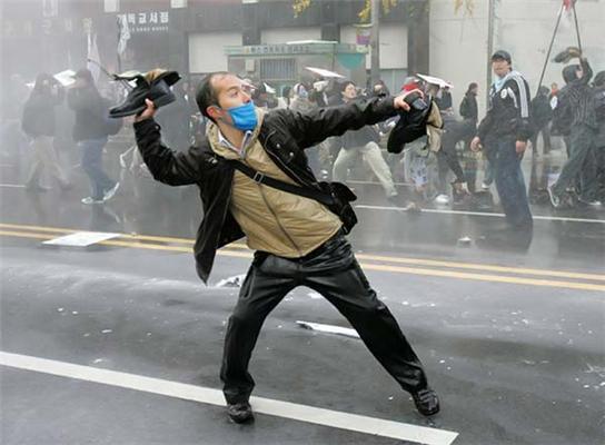 Черевик - зброя корейського пролетаріату. ФОТО