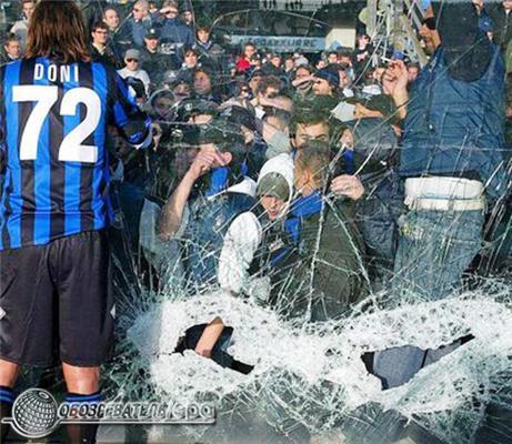 Італію розгромили футбольні фанати