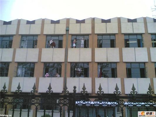 Китайців багато - випаде з вікна, не помітять втрати. ФОТО