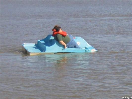 Позитив дня. Карлсон на даху, дівчина в басейні ... ФОТО