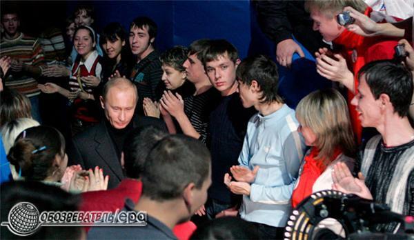 """П'ятитисячний акт поклоніння Путіну в """"Лужниках"""". ФОТО і ВІДЕО"""