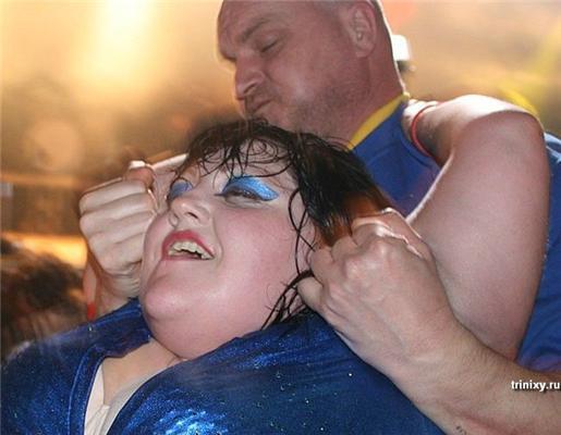 Beth Ditto - за стандарты:25 лет, 110кг, пышка и лесби. ФОТО