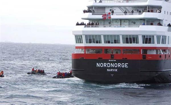 """Як рятували лайнер Explorer - """"Титанік"""" наших днів. ФОТО"""