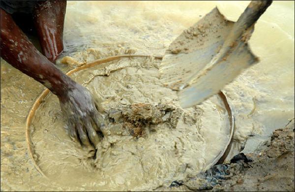 Як видобувають алмази в Сьєра-Леоне. ФОТО з копальні