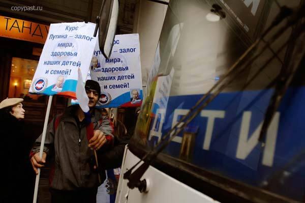 Мітинг гастарбайтерів на підтримку Путіна. Ці ФОТО дозволені
