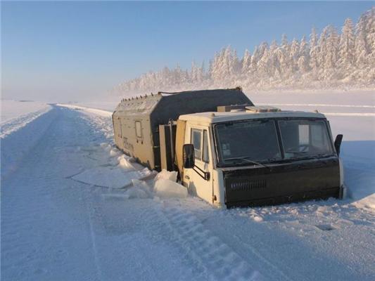 Зимова дорога таїть загадки - може і засмоктати. ФОТО