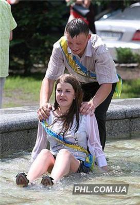Все-таки радянська шкільна форма - секси! Випускниці, ФОТО