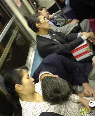 Йшов, втомився, отямився-спиш. Як втомлюються китайці. ФОТО