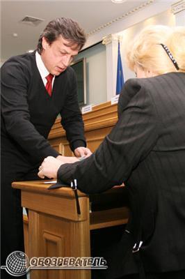 Президенту вручили посвідчення депутата