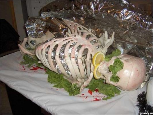Готична п'ятнична їжа. Мізки з пюре, серце-желатин. ФОТО