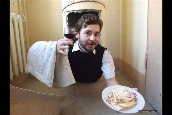 Коханець, офіціант і консервовані телефони.ФОТО безумців