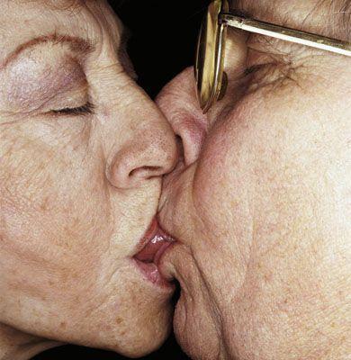 Чем выше любовь, тем ниже поцелуи. Он ее, его и их... ФОТО