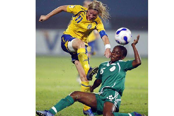 Женский футбол - красивый и... страшный!