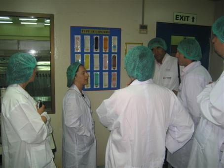 Экскурсия на завод презервативов. Хорошо там тестерам! ФОТО