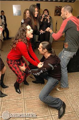 Королеву хапали за ніжки, а Могилевська - італійця за попу