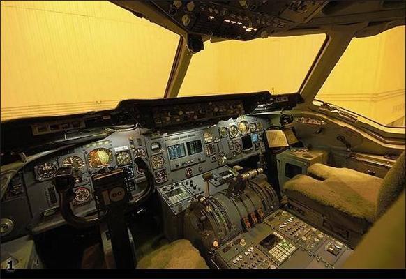 Летать охота? Вид из кабины пилота самолета. ФОТО