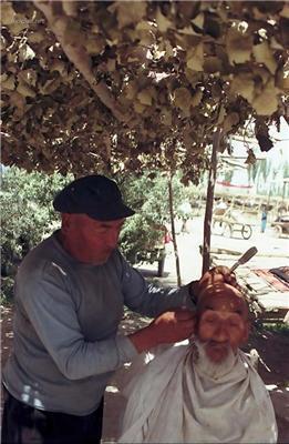 Салон краси в Середній Азії. Майстер - ацкий Стригун. ФОТО