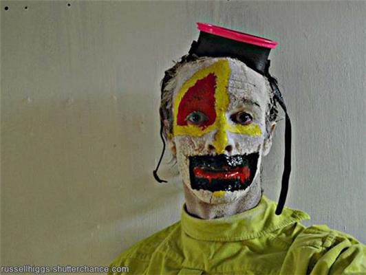 Жених дня. Каждый день с хлебом, в маске, с ведром... ФОТО
