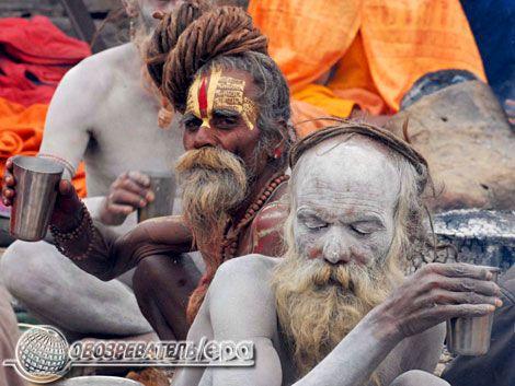 Садху і Бог мавп на святкуванні Великої ночі Шиви