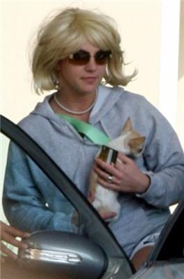 Голена і несамовита Спірс втекла з лікарні