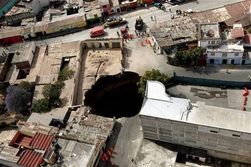 Як у фільмах жахів. Будинки пішли під землю. ФОТО