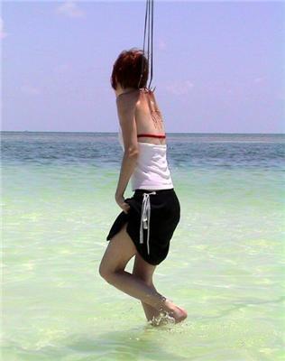 Девушка в роли живой наживки для акулы. 10 ФОТО
