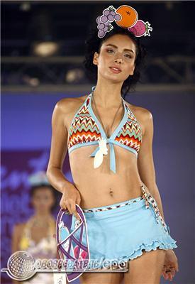 У тропіках потрібно бути яскравим і роздягненим. Мода з Бангкока