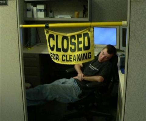 ФОТОсовети про те, як розважити себе і боса в офісі