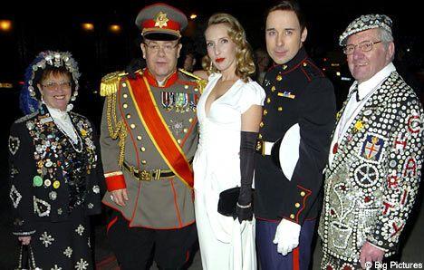Елтон Джон з коханцем влаштували зоряний карнавал