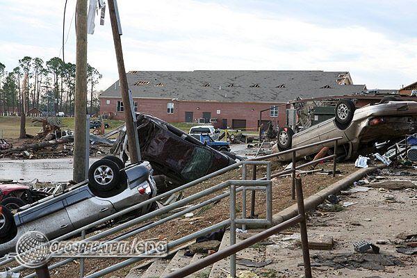 Руйнівна сила торнадо. Фоторепортаж з Алабами