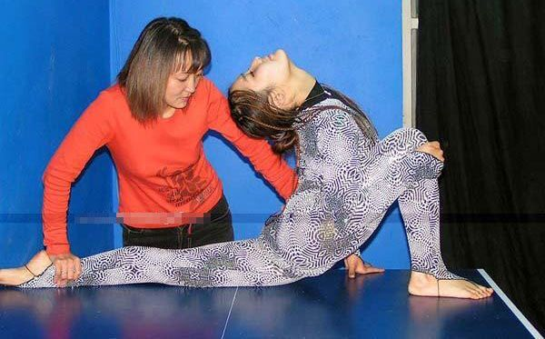 Тренировка китайских гимнасток. 15 ФОТО
