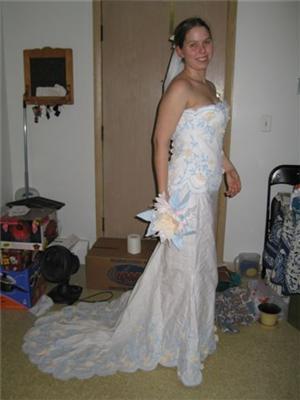 Новая мода: Платье из туалетной бумаги (не б/у!) ФОТО