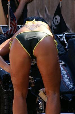 День автомобилиста. Дамы машины помыли, себя покрасили. ФОТО